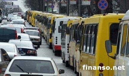 Власти Киева закроют 24 маршрутных рейса к осени