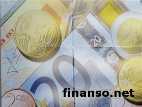 Курс гривны упал к евро, но укрепился к доллару - трейдеры о причинах