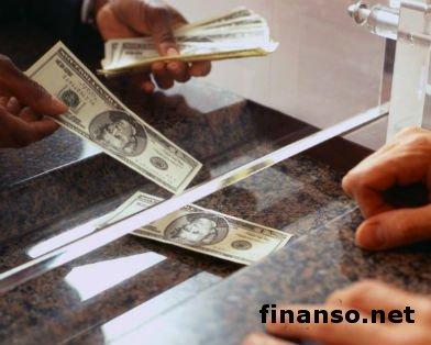 Украинцы стали меньше покупать долларов – СМИ