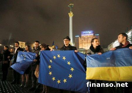 """В Киеве правоохранители оттеснили митинг на """"евромайдане"""""""