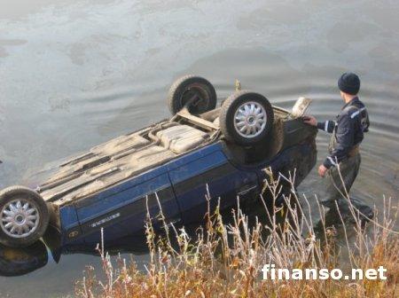 Под Черниговом в Десне утонул автомобиль с 4 пассажирами