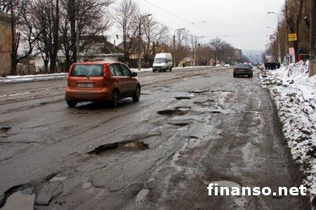 """С """"Укравтодора"""" сняли ответственность за качество местных дорог"""